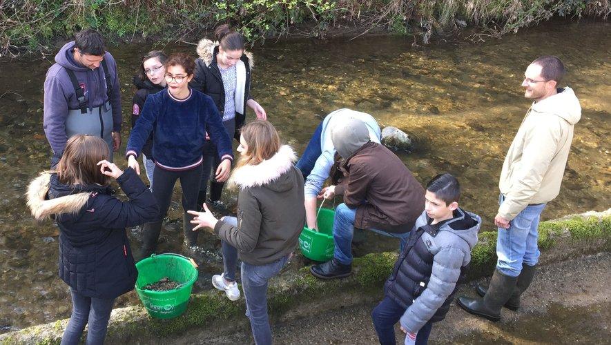 Bien connaître les rivières pour mieux les protéger, tel est l'objectif de l'action « Collèges au bord de l'eau ».