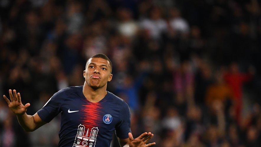 Kylian Mbappe de Paris Saint-Germain; l'équipe a porté ce maillot hommage, orné du visuel de l'édifice à la place de l'habituel sponsor Emirates, dimanche contre Monaco