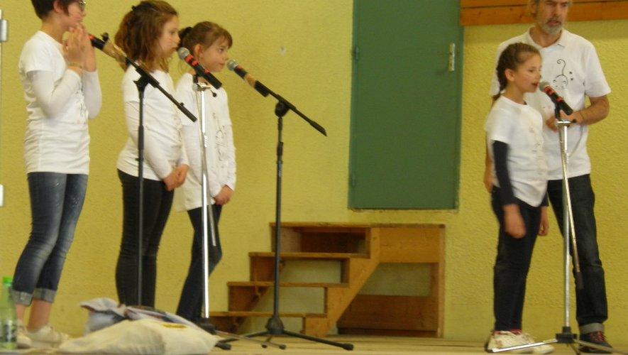 La chorale des Anges d'Alain Pouvreau était ravie de montrer ses progrèsaux parents.