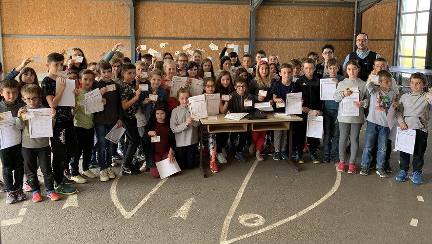 Les écoliers ont obtenu un diplôme après une sensibilisation aux règles de sécurité.