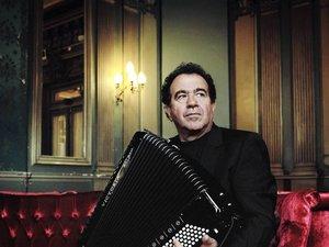 Richard Galliano en concert à Espalion, dimanche.