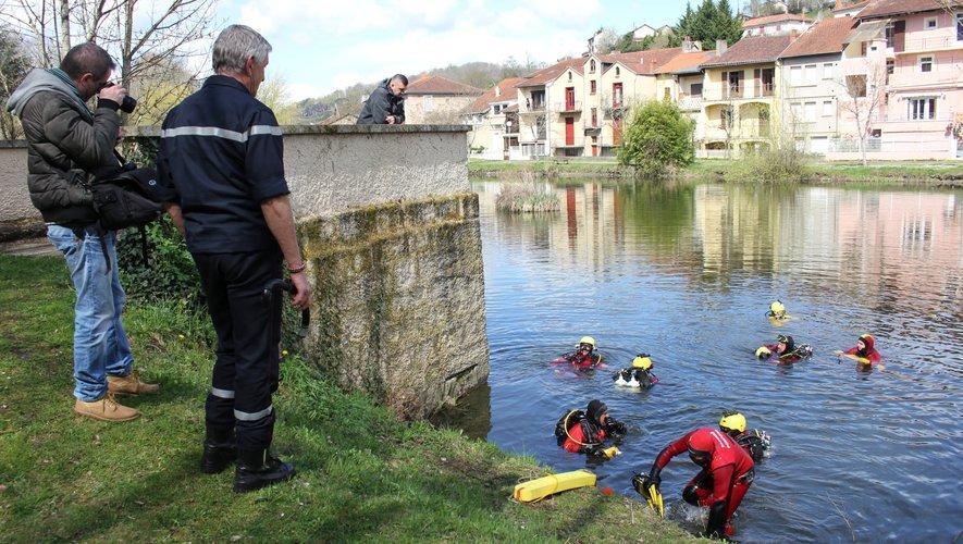 Des pompiers plongeurs avaient participé aux recherches du disparu.