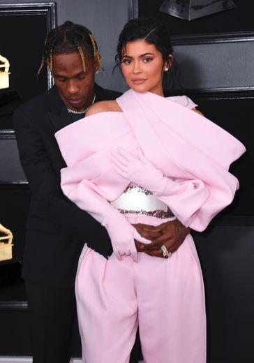Kylie Jenner et Travis Scott arrivent à la 61ème cérémonie des Grammy Awards.