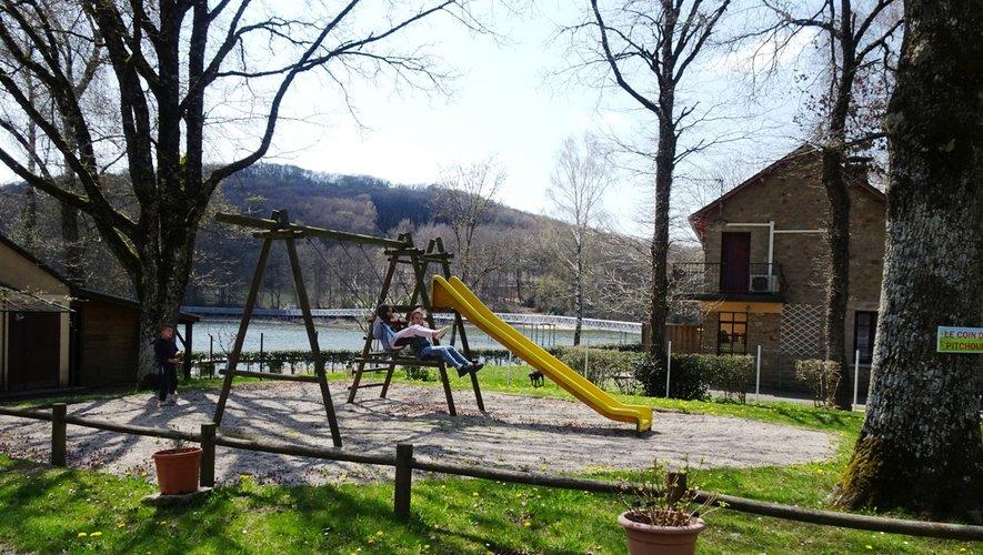 L'aire de jeux est déjà occupéepour le plus grand plaisir des enfants.