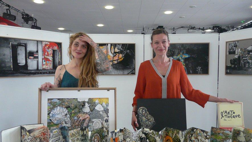 L'artiste Woozmoon et la responsable de l'artothèque Ana Porneczi-Marque