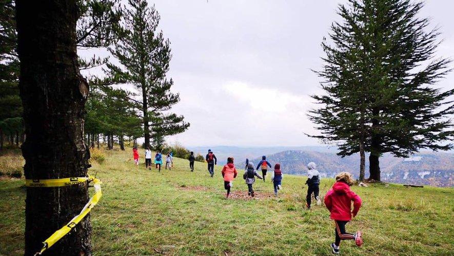 L'école de trail accompagne les enfants dans la pratique.