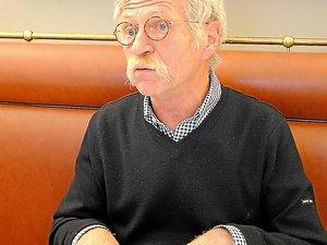 José Bové soutient que le bleu de brebis ne peut être maintenu dans les rayons.