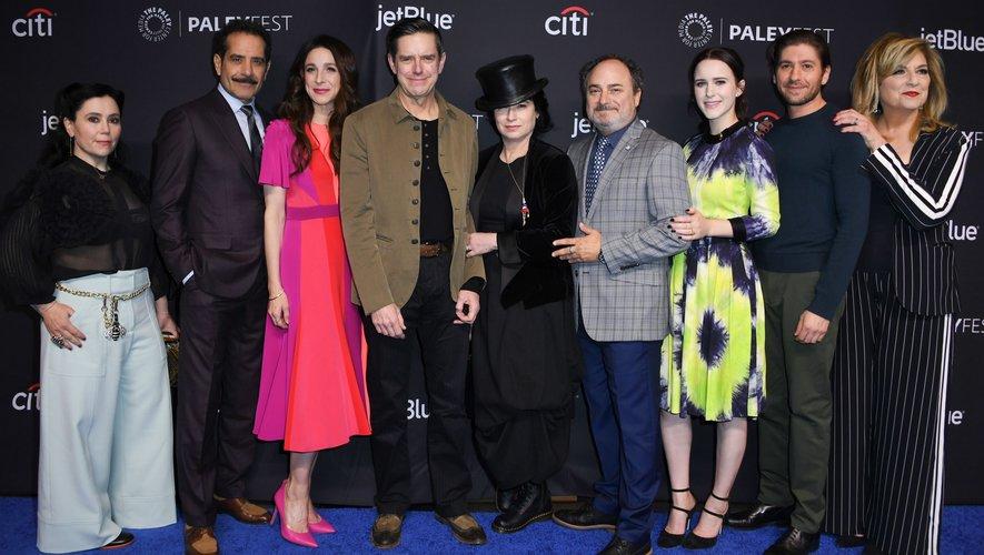 """Amy Sherman-Palladino (C) a remporté l'Emmy Award de la meilleure réalisation ainsi que pour le meilleur scénario pour une série télévisée comique en 2018 pour """"Mme Maisel, femme fabuleuse""""."""