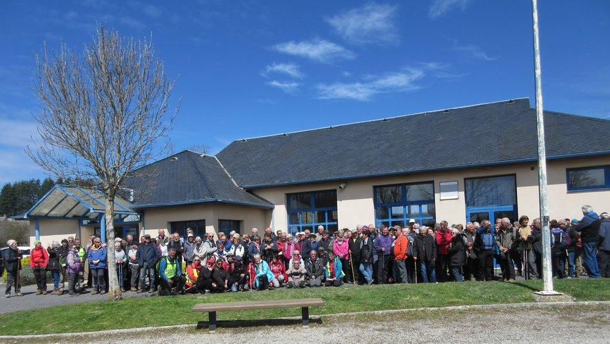 Près de 150 marcheurs se sont retrouvés au départ de la salle des fêtes.