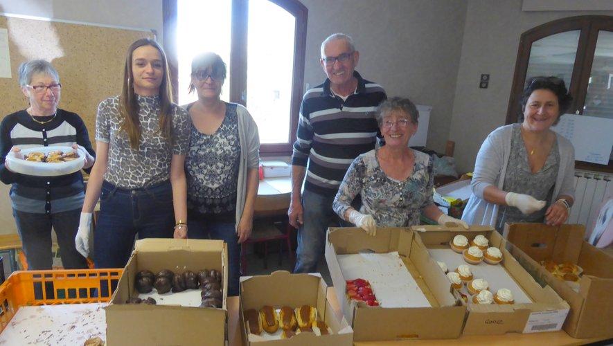 Les bénévoles du relais paroissial de Luc présents à la vente de gâteaux.