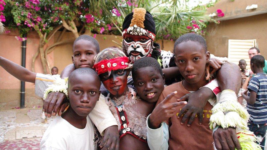 Une manifestation au profit d'enfants du Sénégal. Ci-contre, l'artiste Jokolor proposera une fresque participative.