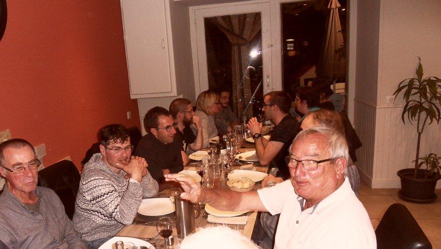 Tout ce petit monde s'est retrouvé au restaurant Le Selvois.