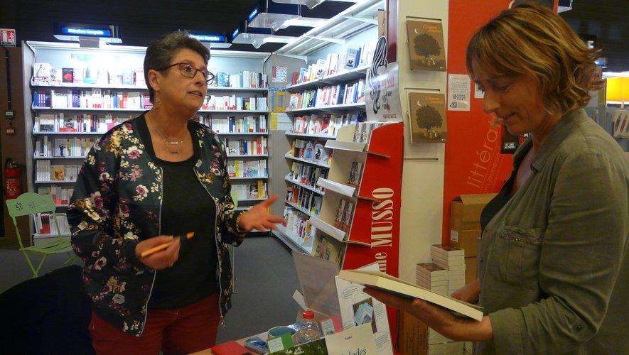 Les lecteurs sont venus à la rencontre de l'écrivain.