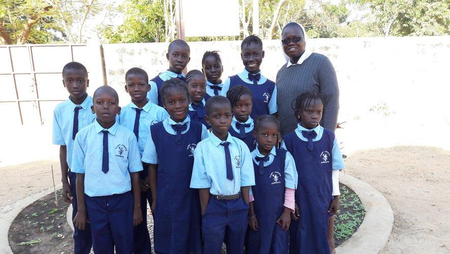 Quelques-uns des petits écoliers Sénégalais aidés par l'association Échanges et partage que soutient le club des Ragondins.
