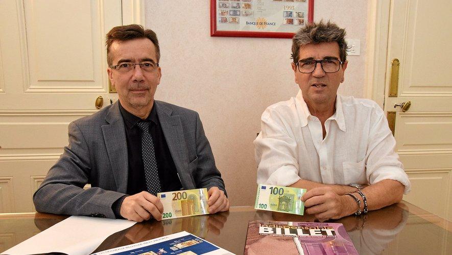 Guilhem Blanchin etJean-Claude Aubert présentant les nouveaux billets de 100 € et 200 €