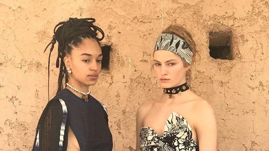 Deux des silhouettes présentées par la maison Dior pour sa collection Croisière 2020.