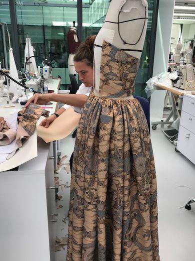 Dans les ateliers parisiens de Dior à quelques jours du défilé Croisière 2020 de la maison française.