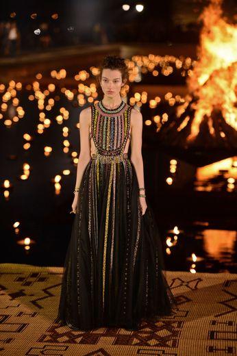 Un mannequin présente une création Christian Dior Croisière 2020 au Palais Badi de Marrakech, le 29 avril 2019.