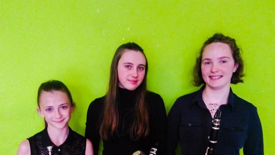 Les trois jeunes musiciennes à Espalion.