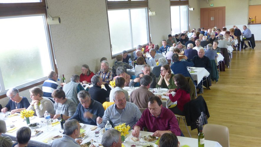 Les gourmets étaient venus nombreux au repas.