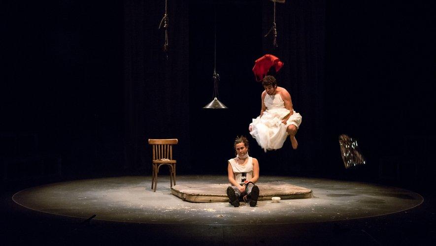 Cendrillon, un spectacle audacieux, tout public, à partir de 14 ans.