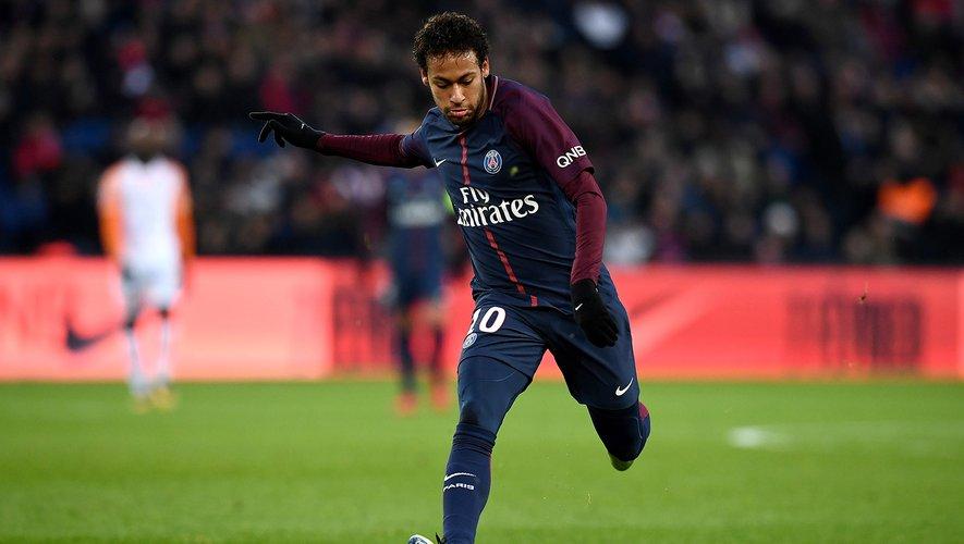 La saison dernière, c'est Neymar qui avait été élu par ses pairs. Cette saison, Mbappé fait figure de favori (30 buts en L1) tout comme Pépé (20 buts en L1).