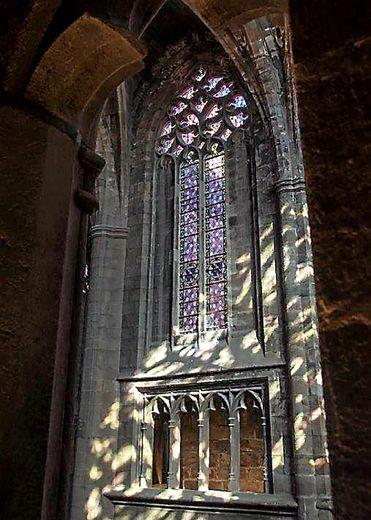 L'élévation intérieure de Notre-Dame de Rodez. Ci-contre, triforium et fenêtre haute.
