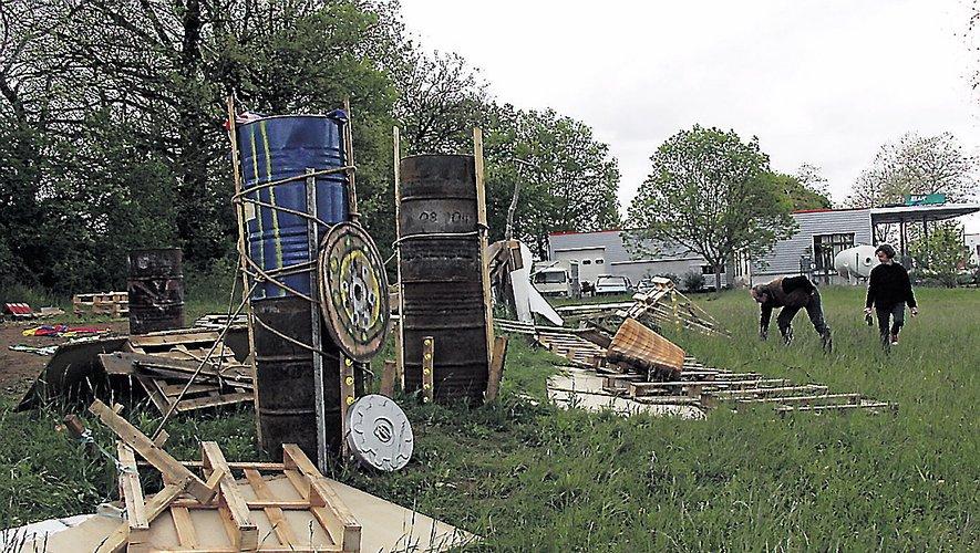 Hier matin, en arrivant sur le site de l'espace qu'ils ont aménagé à proximité du rond-point du Mas-de-Souyri, les Gilets Jaunes ont mesuré l'ampleur des dégâts.