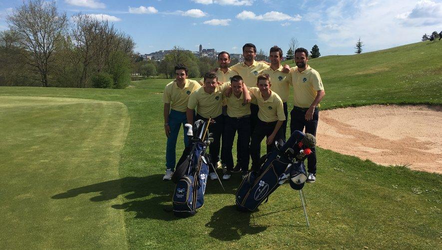 Sur le terrain de golf à Onet-le-Château. En jaune, les golfeurs de Nivelle (Saint-Jean-de-Luz) et en rouge ceux de Cognac.