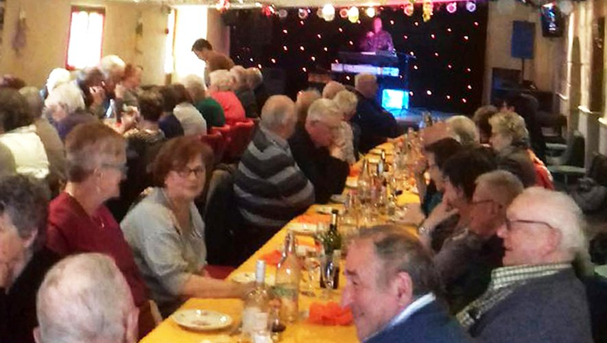 La soixantaine de convives a apprécié le menu, cuisses de grenouilles à volonté, délicieux jambon braisé.