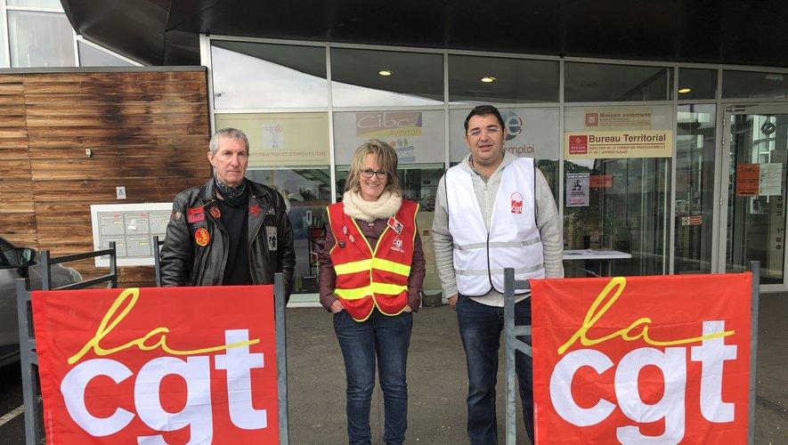 Lionel Régis et Marlène Noygues, de la CGT Capdenac, et Karim Cabrit, référent des privés d'emploi de la CGT Aveyron./Photo, MCB.