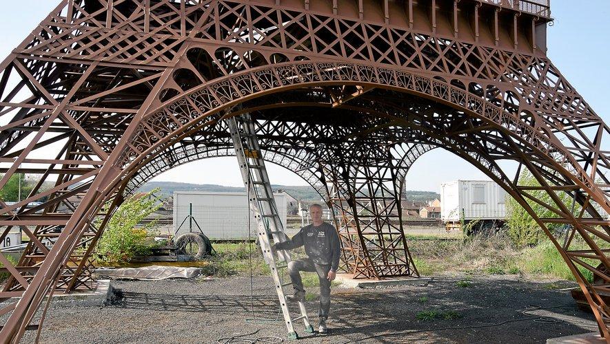 Une Tour Eiffel presque plus vraie que la vraie, juste un tout petit peu plus petite…
