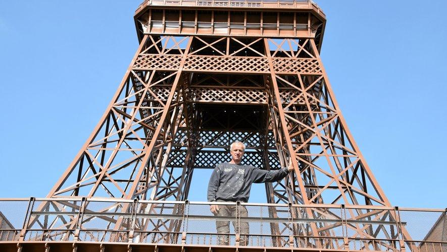 Alain Lacombe, à mi-parcours de son incroyable construction.