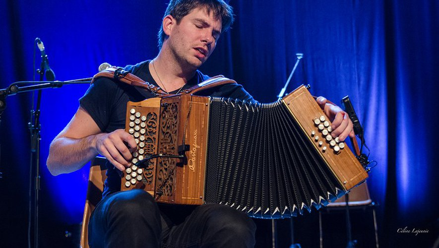Rémi Geffroy et son accordéon diatonique.