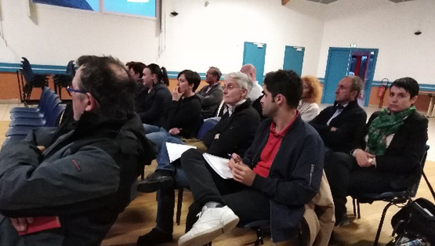 Arnaud David, directeur du Parc naturel régional de l'Aubrac et Jean Valadier, maire d'Argences-en-Aubrac ont présenté le dispositif aux commerçants.