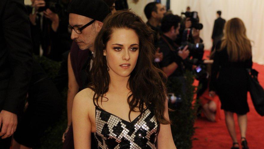 On sait que Kristen Stewart n'est pas friande des robes de cocktail et autres tenues de gala, mais la belle pourrait toutefois faire un effort lorsqu'il s'agit de la soirée mode la plus courue du printemps. New York, le 7 mai 2012.