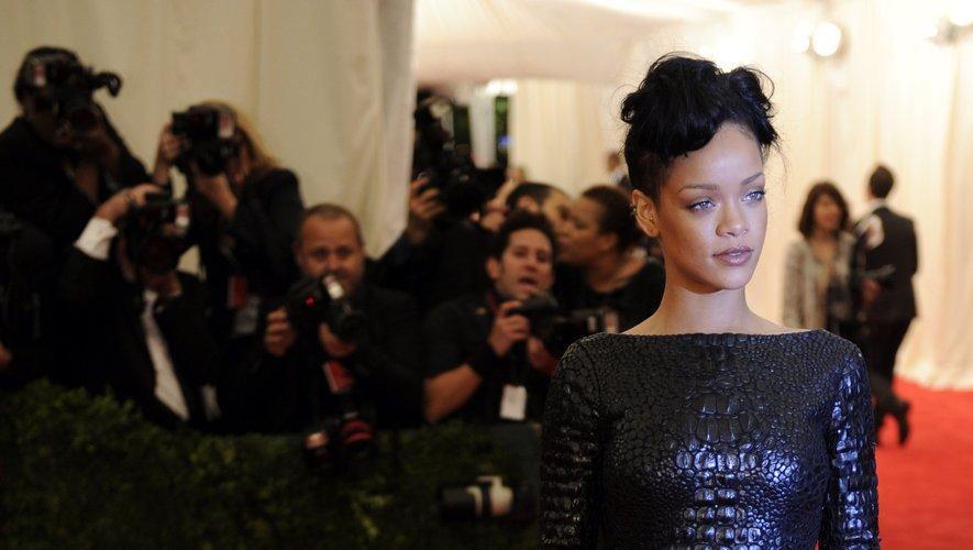 Exit les extravagances, pour le Met Gala, Rihanna privilégie le chic et l'élégance comme le montre cette robe texturée signée Tom Ford. New York, le 7 mai 2012.