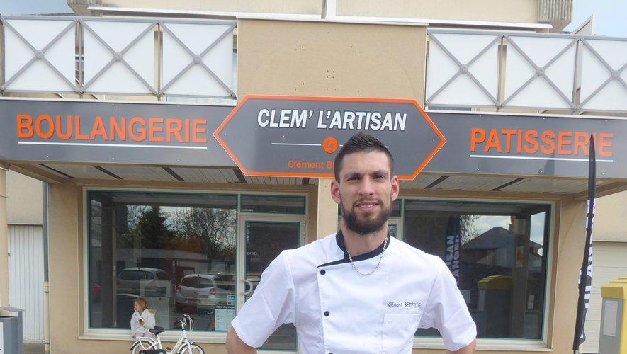 Clément Béteille, devant sa boulangerie-pâtisserie.
