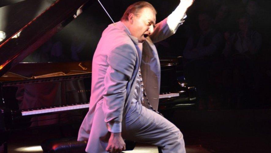 Fabrice Eulry, fondateur du festival « Blues en Aveyron », un véritable showman, en concert en Argences.