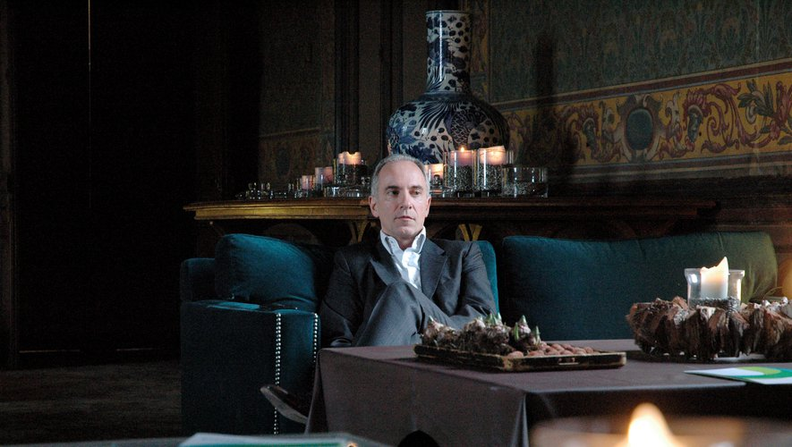 Mathias Echène dans l'un des salons du Palais Episcopal de Rodez.