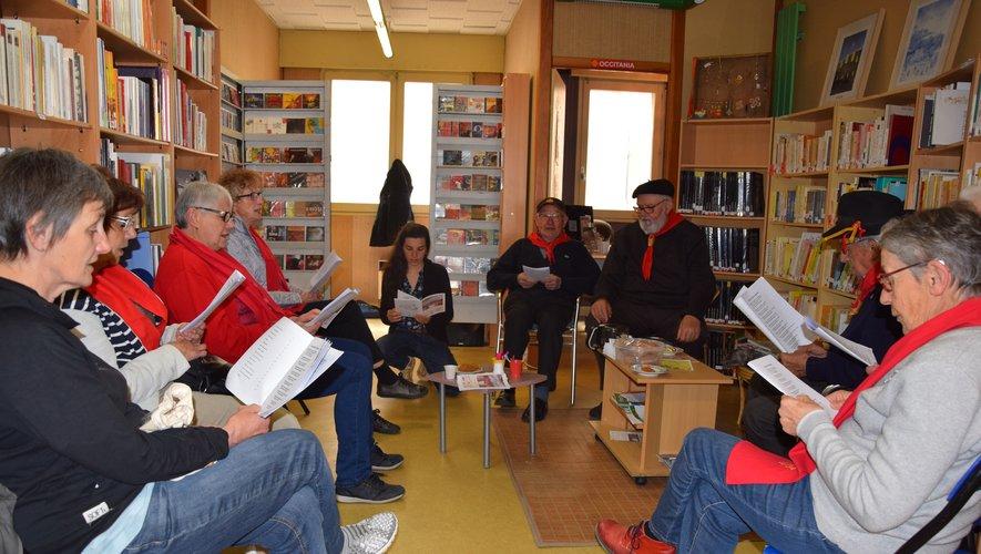 Mardi 7 mai, ils étaient une petite dizaine à se retrouver pour quelques chants dans les locaux ruthénois du CCOR.