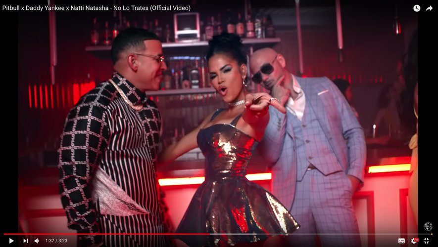 """Pitbull, Daddy Yankee et Natti Natasha dans le clip de """"No Lo Trates""""."""