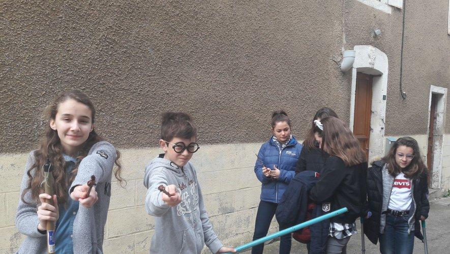 Les adolescents lors d'un tournage d'une web série.