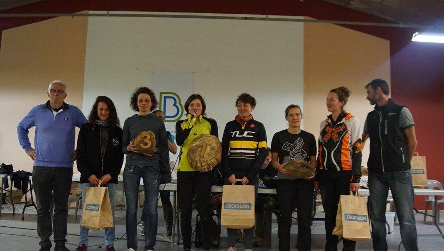Le podium des équipes féminines largement félicitées.