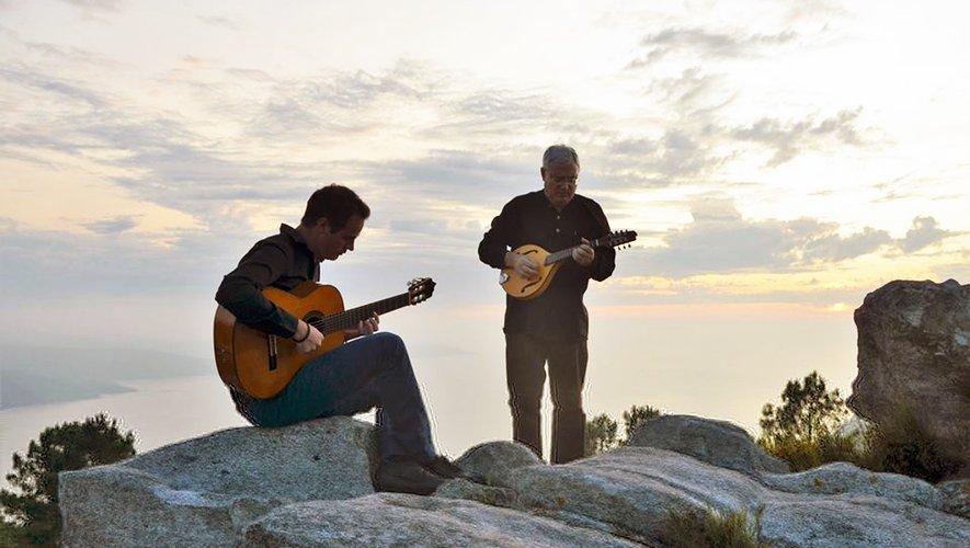 « Entre dos mares » avec Gabriel C. Hernandez Westpfahl à la guitare et José Ignacio H. Toquero à la guitare, mandoline et voix.