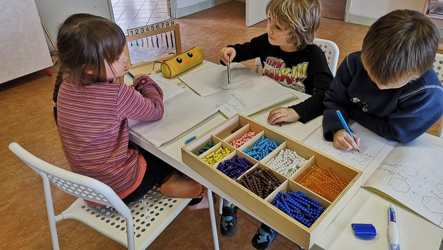 Peinture aborigène en complément du cours de géographie pour les enfants.