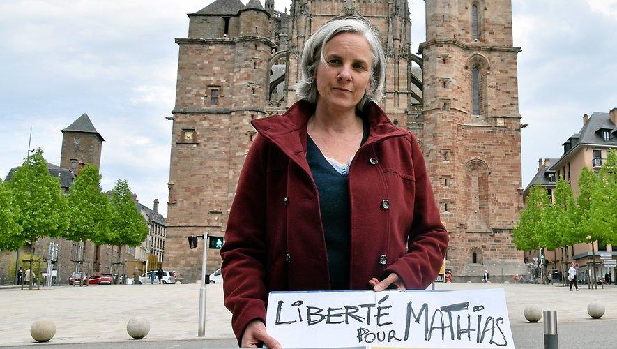 La sœur de Mathias Échène, quotidiennement en contact avec son frère via un téléphone portable, vient de créer un comité de soutien. Plusieurs proches l'y ont déjà rejoint.