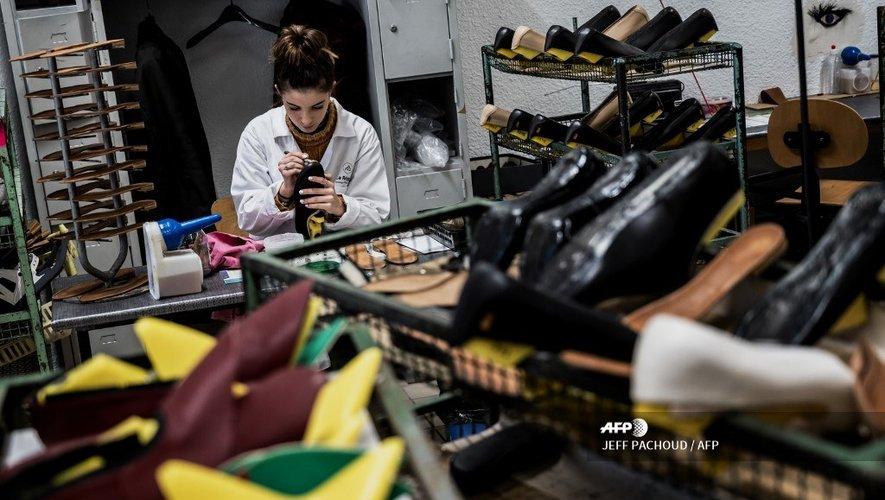 Un artisan travaillant dans la Cité de la Chaussure à Romans-sur-Isère (Drôme), qui sera ouverte au public le 9 mai 2019.