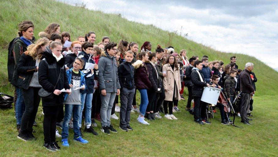 Les élèves de Fabre, Saint-Viateur, Jean-Moulin et Onet-le-Château ont interprété Le chant des partisans