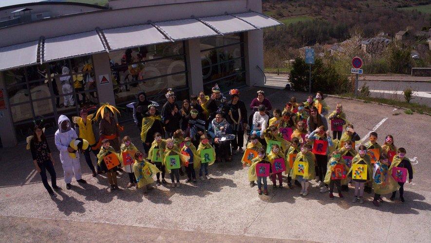 Les enfants de l'école ont fêté carnaval à Micropolis